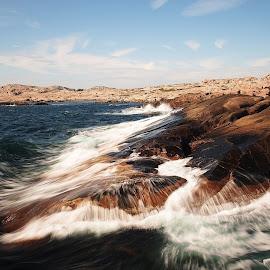 Waves by Jörgen Höjer - Landscapes Waterscapes