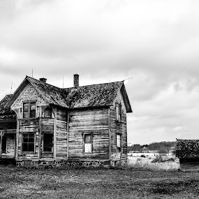 Abandoned house on coffee road by Jason Lockhart - Black & White Buildings & Architecture ( wisconsin, black and white, boarded up, abandoned house, jefferson county, rural )