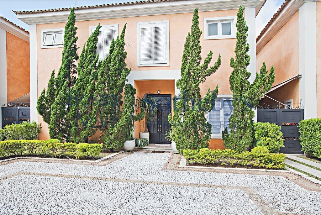 Maravilhosa casa em condomínio fechado com segurança