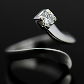 White gold ring with diamond by Matteo Chinellato - Artistic Objects Jewelry ( pwcstilllife )