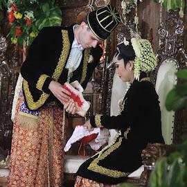 Tampa Kaya by Partini Namalengkap - Wedding Ceremony