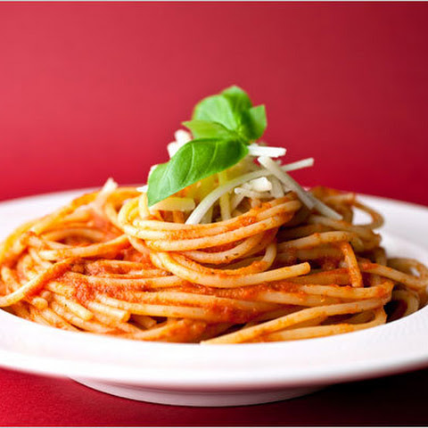 Pasta With Pepper and Tomato Sauce