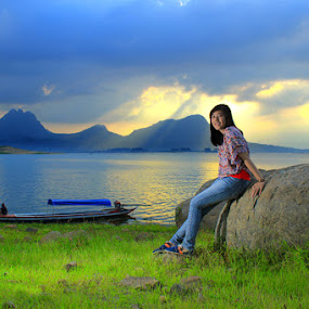 Kartika Ketika Senja by Budiana Yusuf - Landscapes Travel ( model, indonesia, west java, lake, travel, boat )