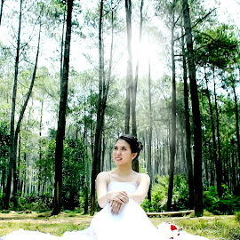 women are the most beautiful creatures by Iqbal Gautama - Wedding Bride ( love, canon, indonesia, beautiful, bride,  )