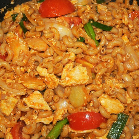 Easy Thai Style Stir Fried Macaroni with Chicken