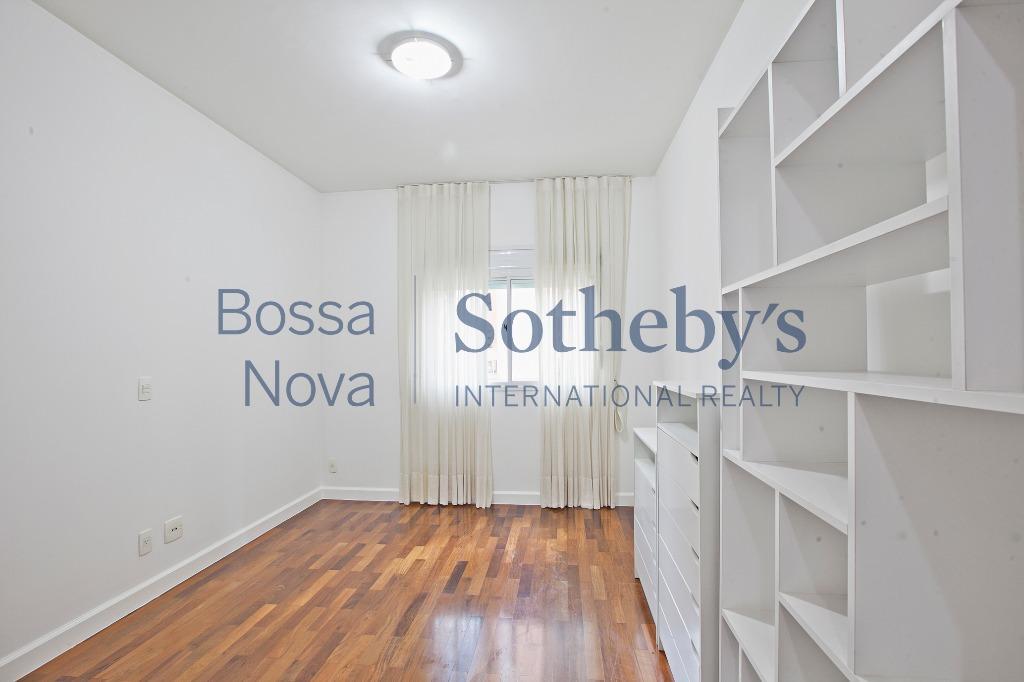 Apartamento moderno, ao lado do parque do Ibirapuera, com lazer