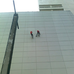 Cleaners climbing the mall by Wayne Duplessis - Buildings & Architecture Other Exteriors ( ciputra world, indonesia, cleaners, high, surabaya )