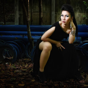 Black Slit by Roland Caranzo - People Fashion ( model, cebu photographers, women, portrait, caranzo digital )