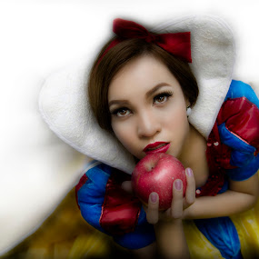 Snow White by Mark Nokom - People Portraits of Women