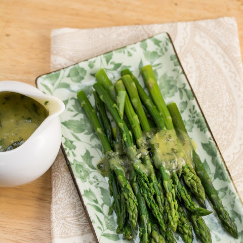 Gordon Ramsay's Asparagus with Lemon and Tarragon Hollandaise