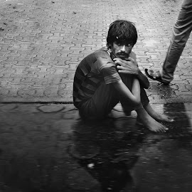 Indian Poor man  by Mohammed AlAli - People Street & Candids ( #black & white, #reflection, #india, #poor, #water,  )