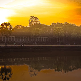 Angkor Wat by Valliappan Chellappan - Buildings & Architecture Public & Historical ( religion, mystical, sunrise, angkor wat, cambodia )