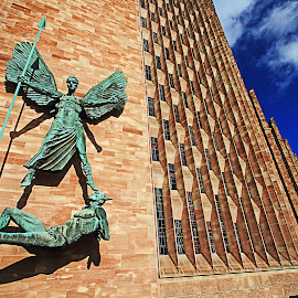 Untitle by Steven De Siow - Buildings & Architecture Statues & Monuments ( england, building, statue, architecture, coventry )