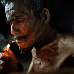 Light a cigarette by Zulkifli Omar - People Portraits of Men ( senior citizen )
