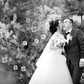 Bubbles by Klaudia Klu - Wedding Bride & Groom ( kiss, bubbles, bride, groom )