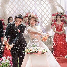 Champagne Pouring Moment by Yusdianto Wibowo - Wedding Bride & Groom ( weddingparty, champagne, wedding, bride, groom )