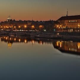 Ráno nad Vltavou by Miloš Stanko - Buildings & Architecture Office Buildings & Hotels ( svítání, vltava, světla, odrazy, praha, voda )