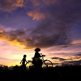 ngancani simbok nang sawah by Arie Dexz - Transportation Bicycles