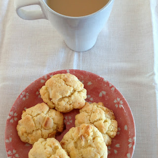 Donna Hay white chocolate and macadamia biscuits / cookies