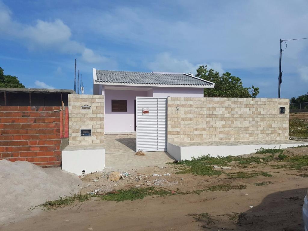 Casa nova no centro de Jacumã, a 250 metros da praia