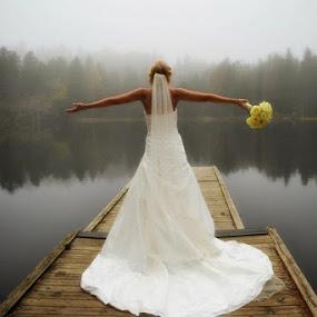 by Thomas Gudbrandsen - Wedding Bride
