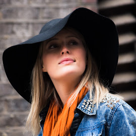 Lovely fashionable girl by Tavi Ionescu - People Portraits of Women ( fashion, girl, london, 2015, street, lovely, fashion photography, women, portrait, united kingdom, street photography, maltby street market,  )