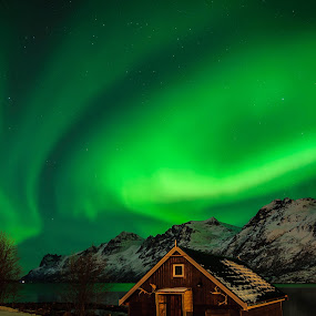 Magic Shelter II by Pierre Husson - Buildings & Architecture Other Exteriors ( wooden shelter, aurora borealis, ersfjorbotn, norway )