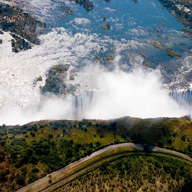 Victoria Falls between Zambia and Zimbabwe by Ngọc Nguyễn - Landscapes Travel ( zimbabwe, national park, waterfalls, zambia, africa )