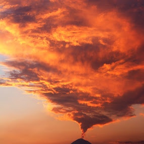 popocatepetl, smoking at sunset by Cristobal Garciaferro Rubio - Landscapes Cloud Formations ( clouds, cholula, volcano, mexico, puebla, popocatepetl, smoking volcano, smoke )