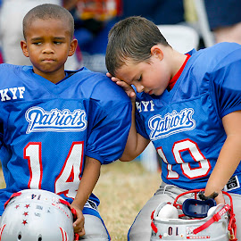 A Shoulder Pad to Cry On by Diana Porter - Sports & Fitness American and Canadian football ( twmf )