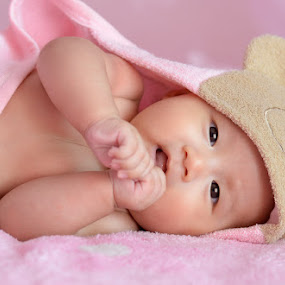 Gwen by 金龍 羅 - Babies & Children Babies