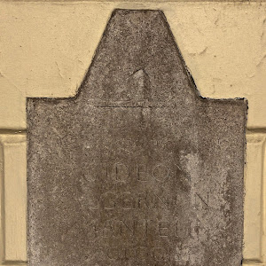 Here lived from 1833 to 1838 Gideon Algernon Mantell geologist