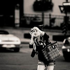 ... by Daniel Gaudin - City,  Street & Park  Street Scenes ( black and white, woman, photographer, portrait, photography )