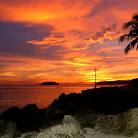 Sunset @ Tg Aru Beach, KK by Gracie Ho - Landscapes Travel