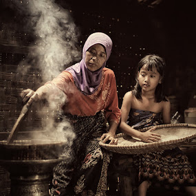 Culinary Internship (1) by Lucky E. Santoso - People Family ( mom and kid, mom with kids )