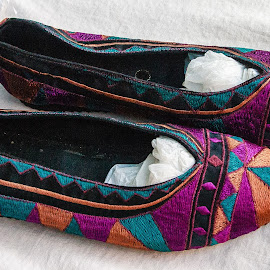 Colourful shoes by Simon Shee - Artistic Objects Clothing & Accessories ( shoes, orange, mauve, market, province, france,  )