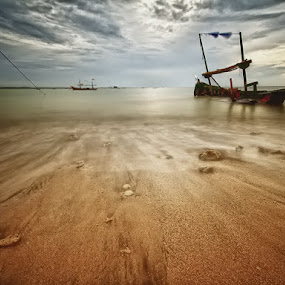 the silence wave by Irawan Sudjana - Landscapes Beaches