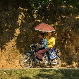 On the motor cycle through Myanmar by Edzo Boven - People Street & Candids ( smc pentax da 18-135 mm, myanmar, vakanties, 2014, pentax, pentax k-3 )