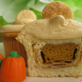 Pumpkin Pie Cupcakes with Cinnamon Cream Cheese Frosting