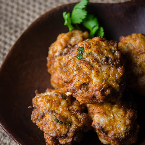 Thai Prawn Cakes with Peanut and Lime Dipping Sauce