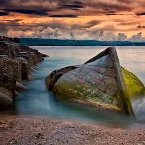 .:: emeritus ::. by Setyawan B. Prasodjo - Landscapes Sunsets & Sunrises ( bali, waterscape, sunset, moss, beach, seascape, sunrise, stones, boat, landscape )