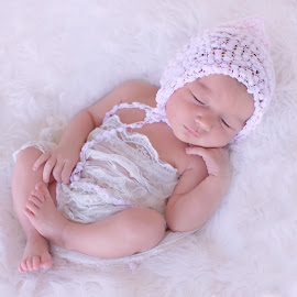 by Helena Lindgren - Babies & Children Babies ( love, newborn photography, newborn shoot, baby girl )
