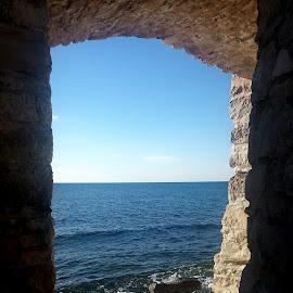 Il mare dalle mura di Novigrad in Croazia  by Patrizia Emiliani - City,  Street & Park  Vistas ( croazia, sea, mura, novigrad,  )