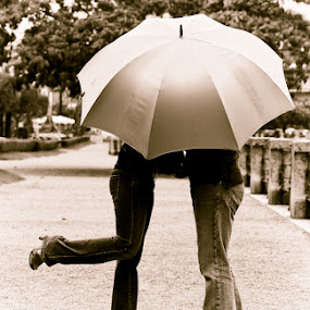 In The Rain by Cristina Casati - People Couples