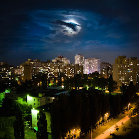 in the night... by Alex Zagorskij - City,  Street & Park  Vistas
