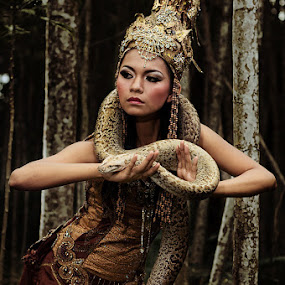 Snake Queen by Yanuar Nurdiyanto - People Fine Art ( glamour, model, fashion, indonesia, traditional, nikon, photography, gary fong, self portrait, selfie )