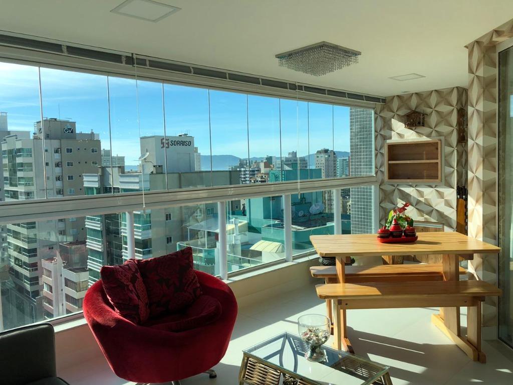 Apartamento com 3 dormitórios à venda, 146 m² por R$ 1.270.000 - Meia Praia - Itapema/SC