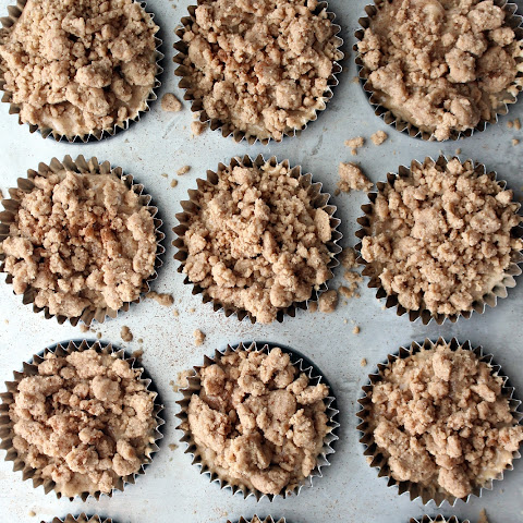 Cinnamon Streusel Cheesecake Muffins