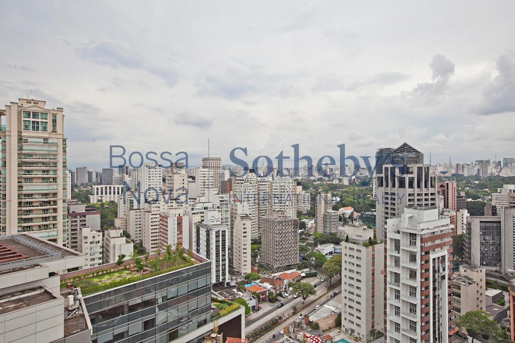 Apartamento para reforma em localização top do Itaim Bibi