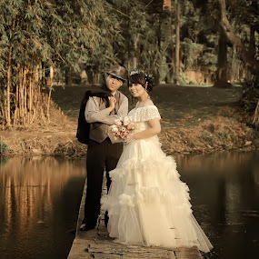 by Dimas Winarto - Wedding Bride & Groom ( vintage )